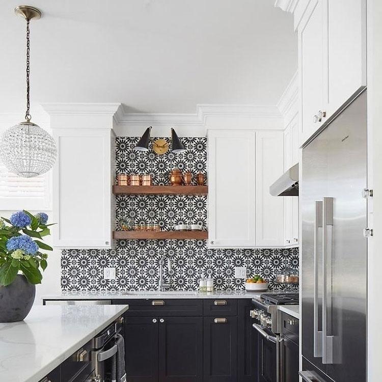 Modello di piastrelle per cucina bianca e nera n.04