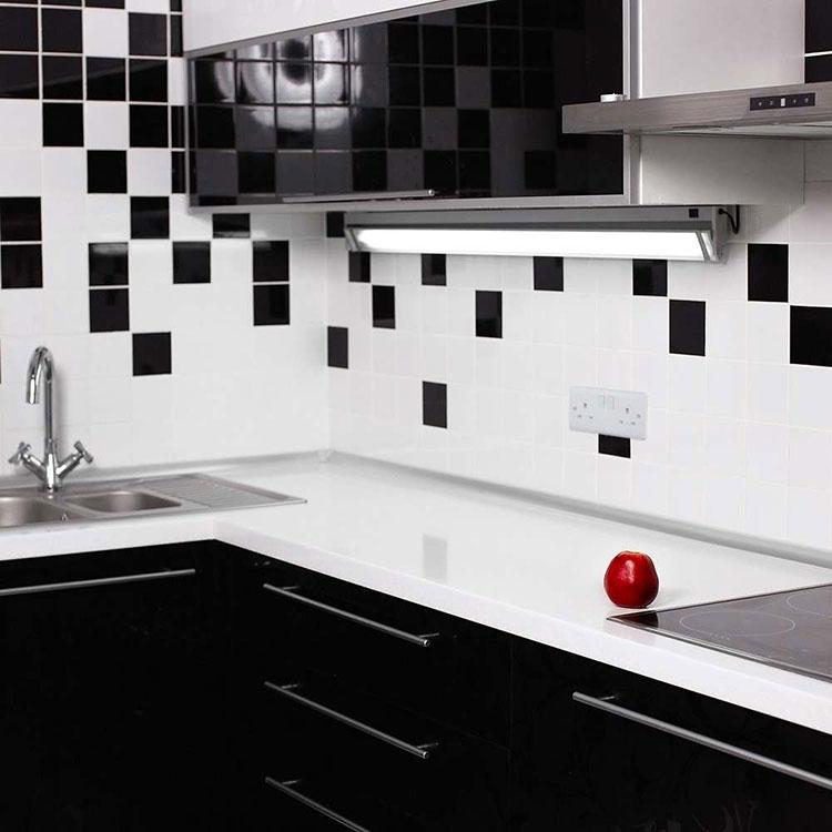 Modello di piastrelle per cucina bianca e nera n.05