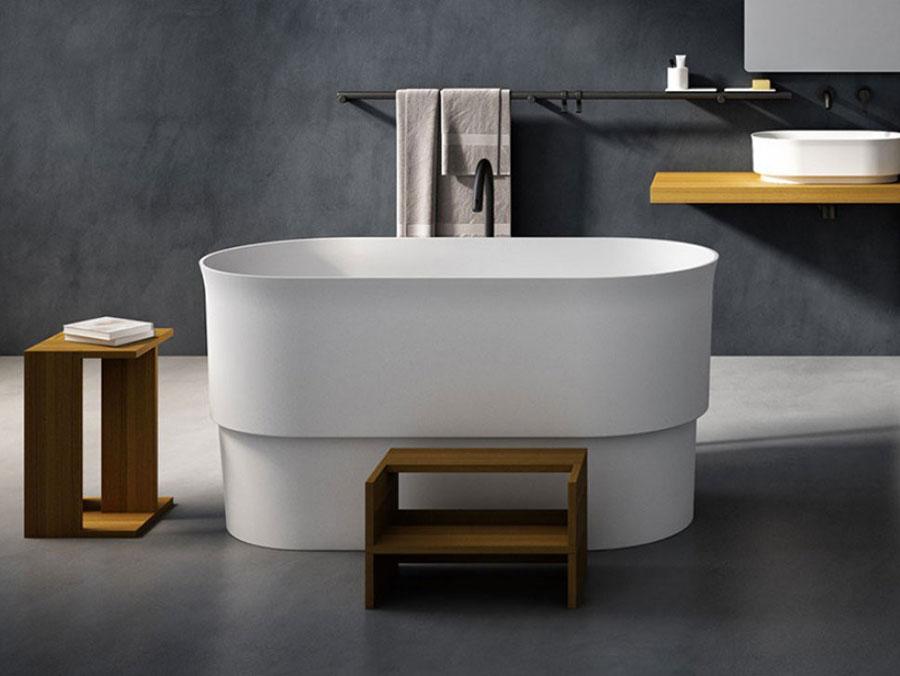 Modello di vasca da bagno piccola con seduta n.02
