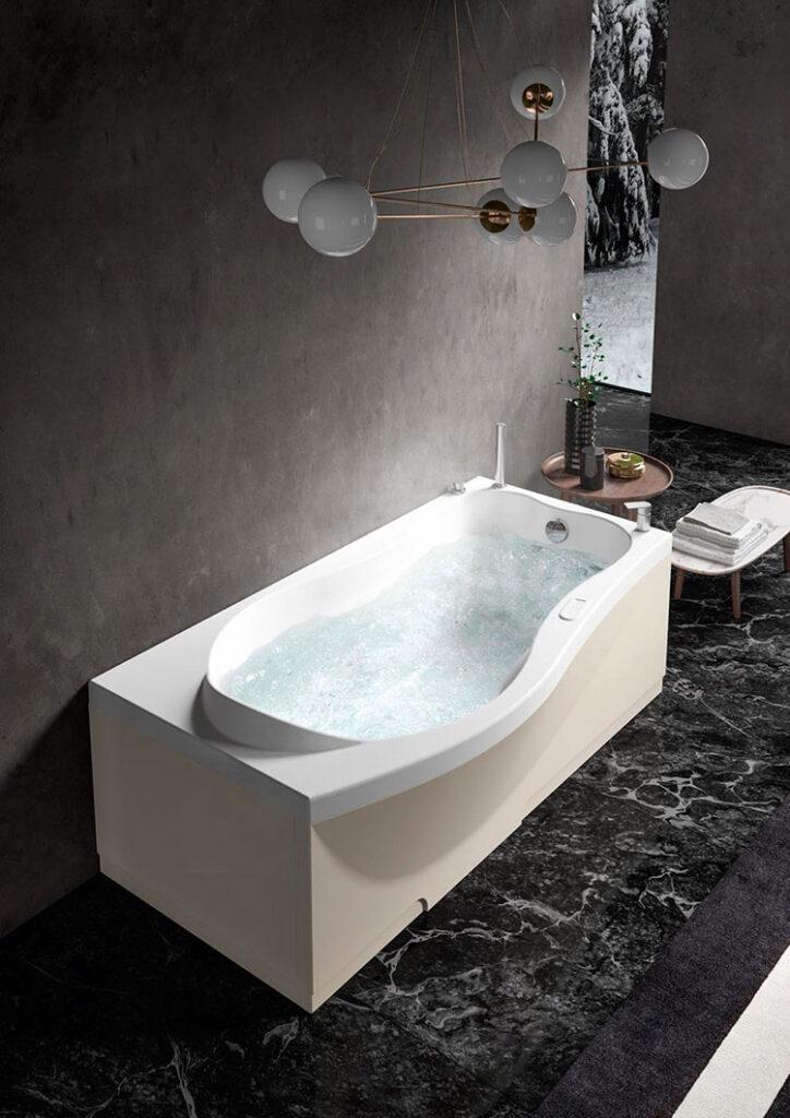 Modello di vasca da bagno piccola con seduta n.03