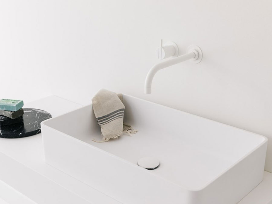 Modello di lavabo da appoggio rettangolare di Not Only White n.05