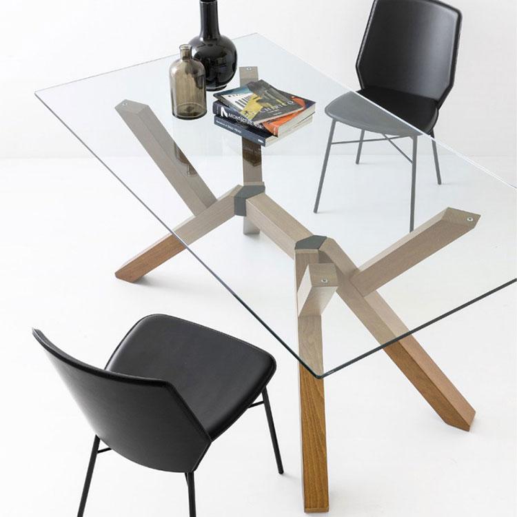 Modello di tavolo in cristallo e legno n.04