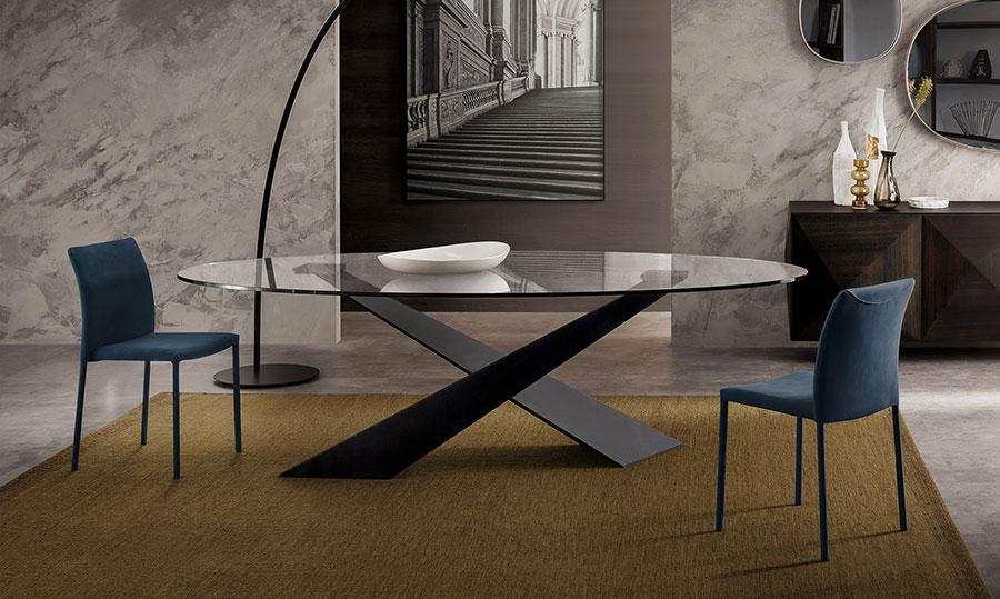Modello di tavolo in cristallo ovale n.01