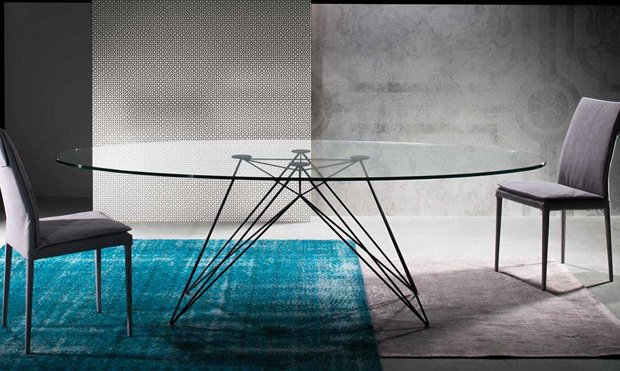 Modello di tavolo in cristallo ovale n.03