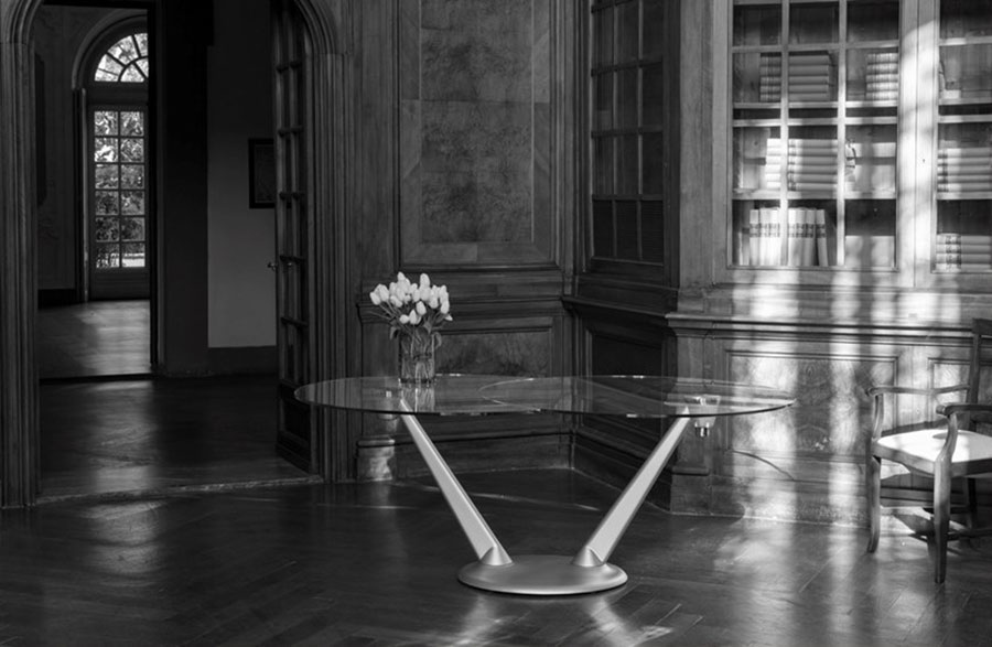 Modello di tavolo in cristallo ovale n.05