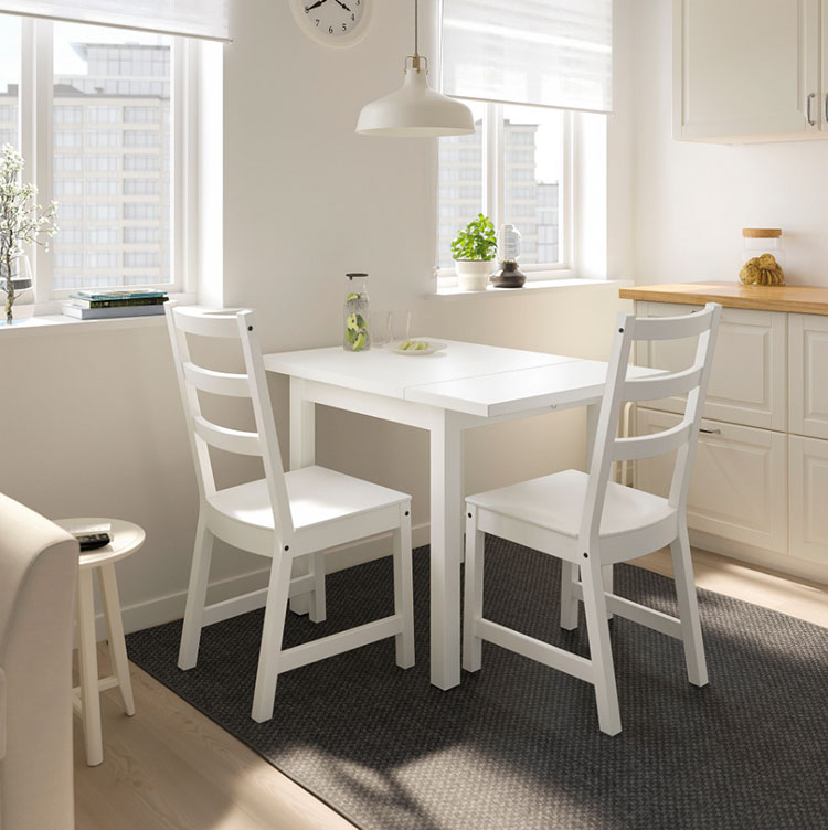 Modello di tavolo quadrato allungabile Ikea n.02