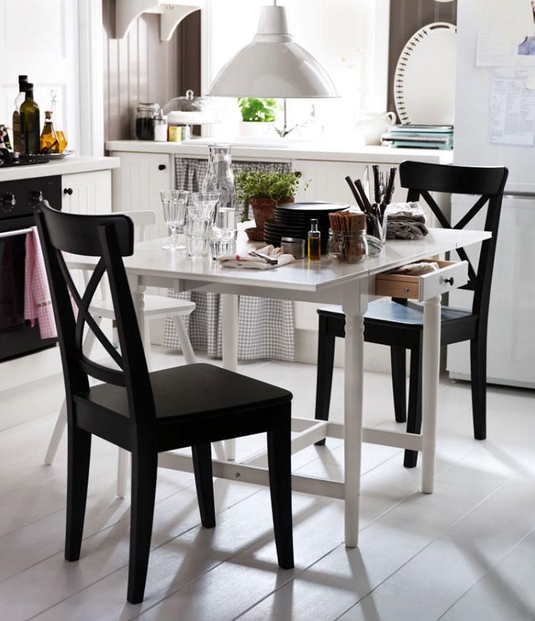 Modello di tavolo quadrato allungabile Ikea n.04