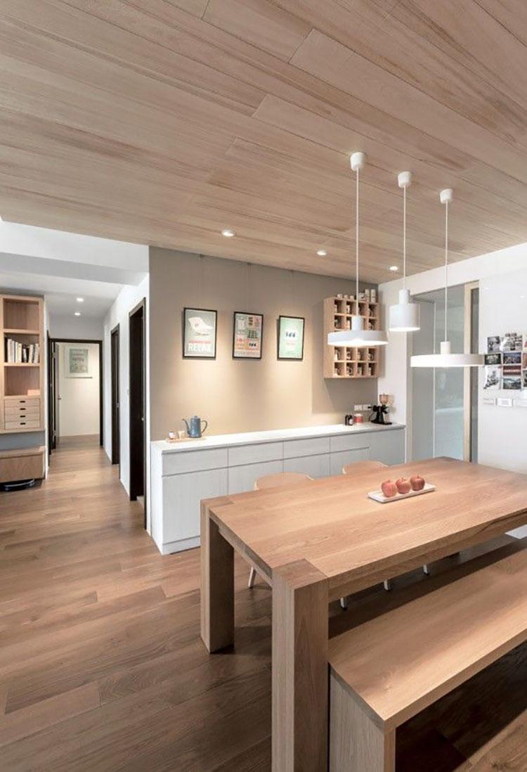 Colore nocciola e legno naturale per interni
