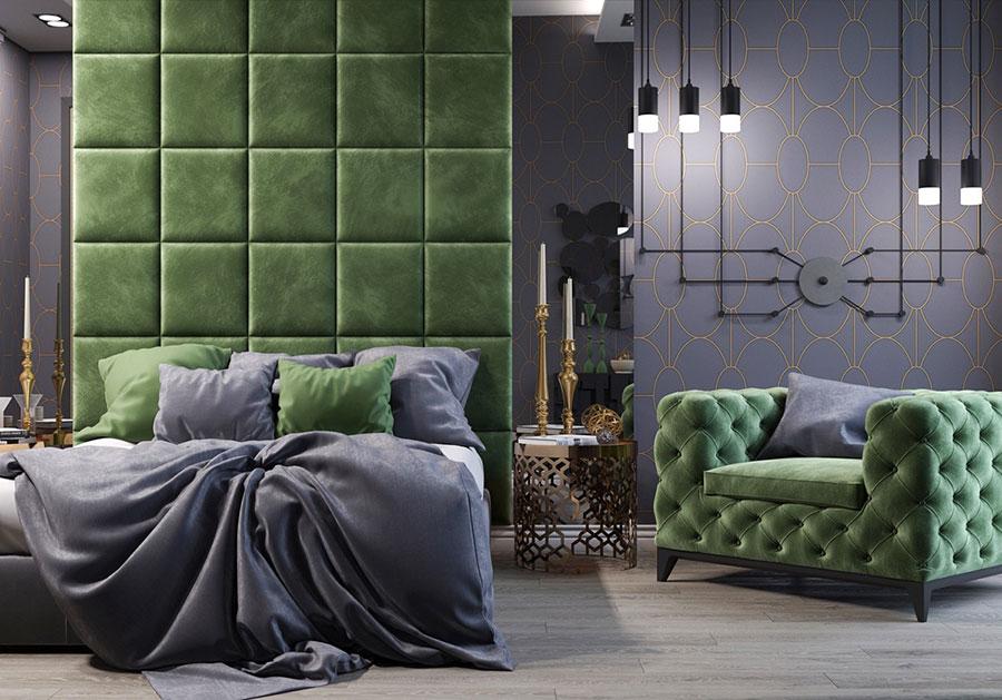 Idee per decorare la parete dietro al letto con la boiserie imbottita n.04