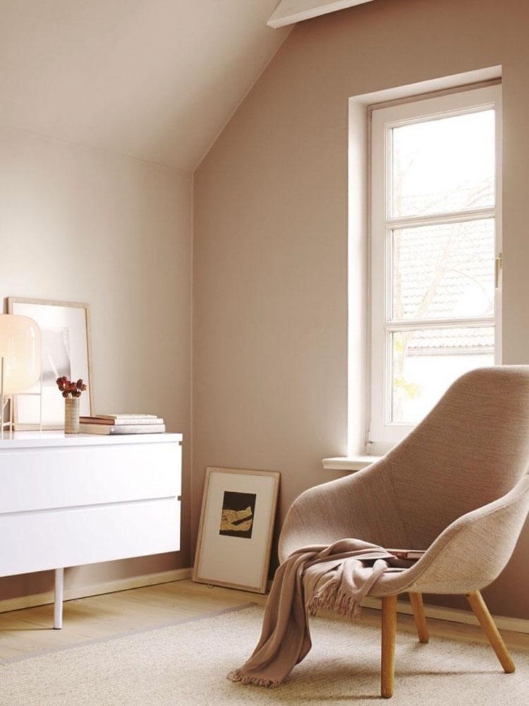 Idee pareti camera da letto colore sabbia n.05