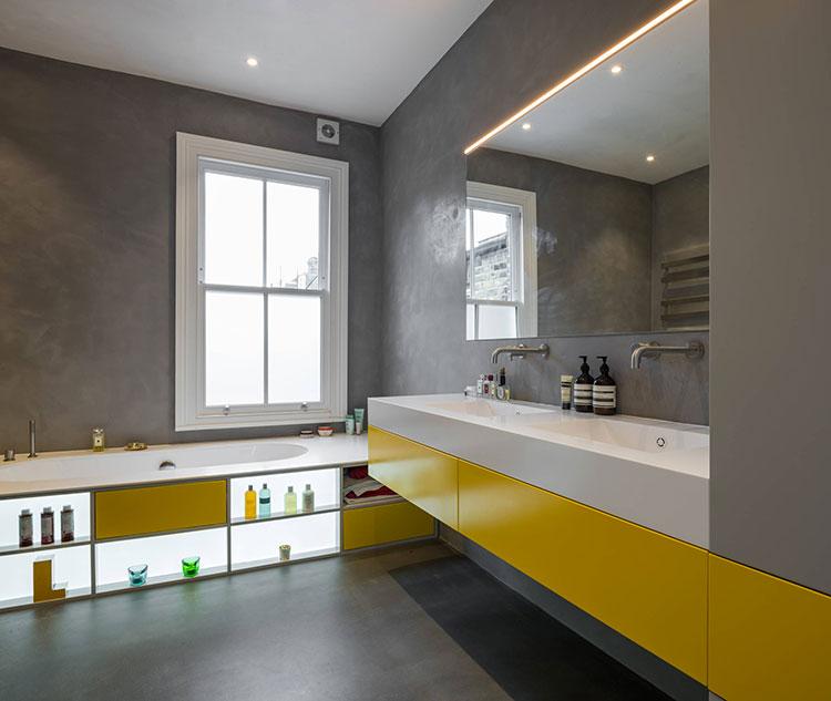 Idee per arredare il bagno con i colori Pantone 2021 grigio e giallo n.04