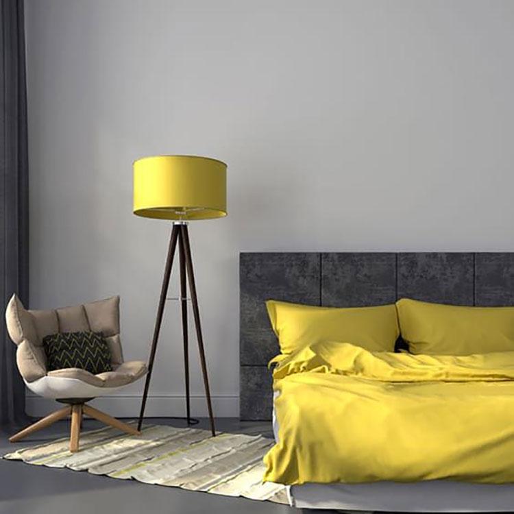 Idee per arredare la camera da letto con i colori Pantone 2021 grigio e giallo n.01