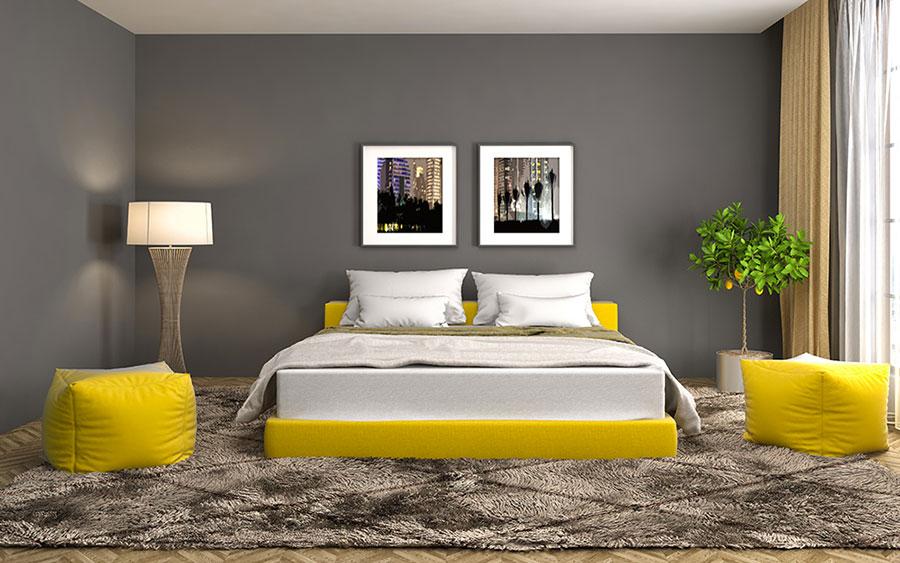 Idee per arredare la camera da letto con i colori Pantone 2021 grigio e giallo n.03