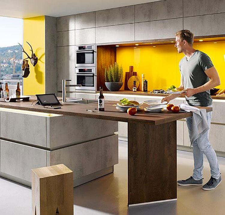 Idee per arredare la cucina con i colori Pantone 2021 grigio e giallo n.03