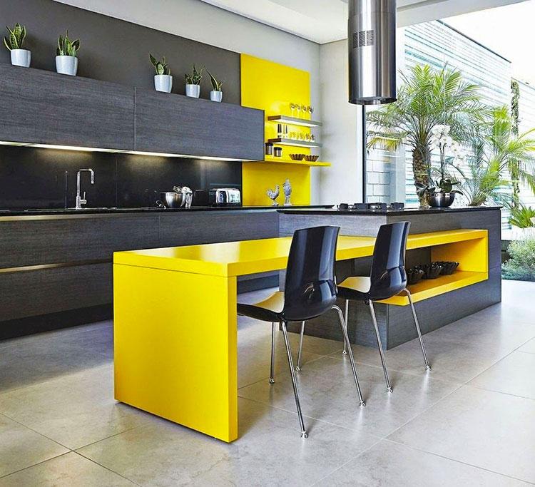 Idee per arredare la cucina con i colori Pantone 2021 grigio e giallo n.04