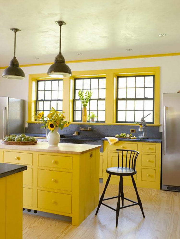 Idee per arredare la cucina con i colori Pantone 2021 grigio e giallo n.10