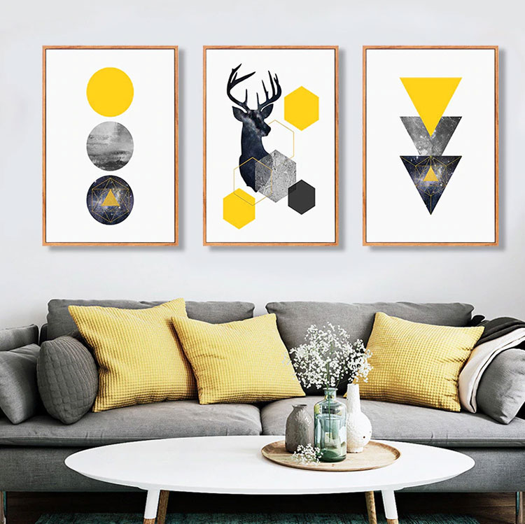 Idee per arredare il soggiorno con i colori Pantone 2021 grigio e giallo n.06