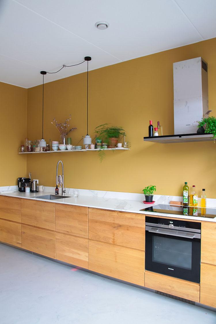 Idee cucina colore ocra n.01