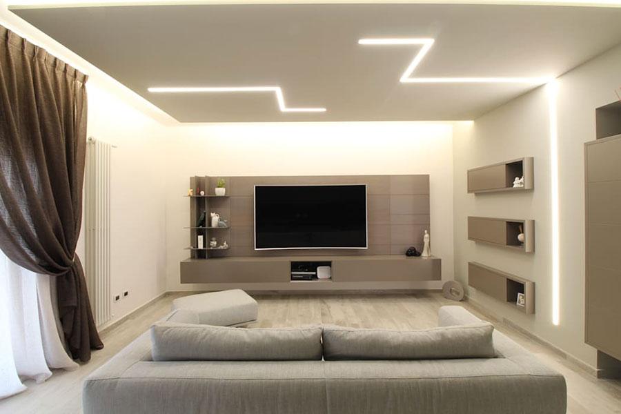 Idee per illuminare il controsoffitto del soggiorno con strisce led n.07