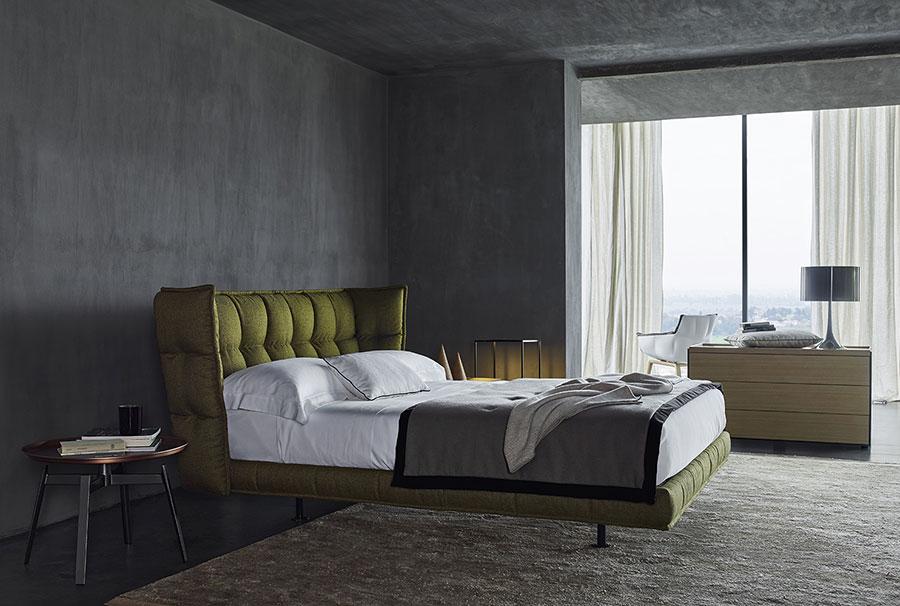 Modello di letto imbottito di B&B Italia n.01