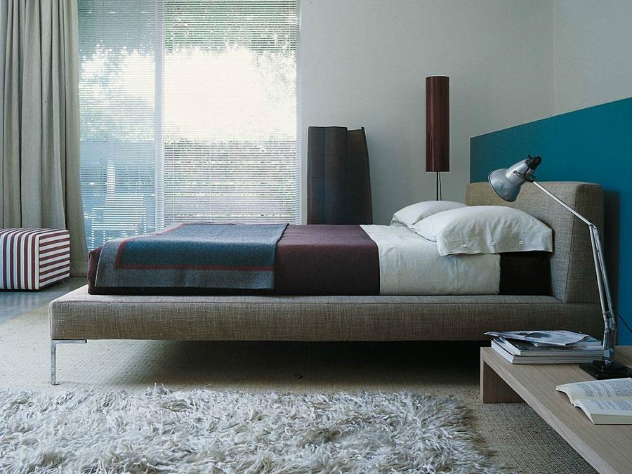 Modello di letto imbottito di B&B Italia n.03