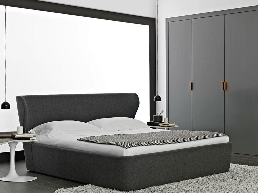 Modello di letto imbottito di B&B Italia n.04