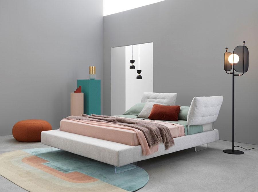 Modello di letto imbottito di Saba Italia n.04