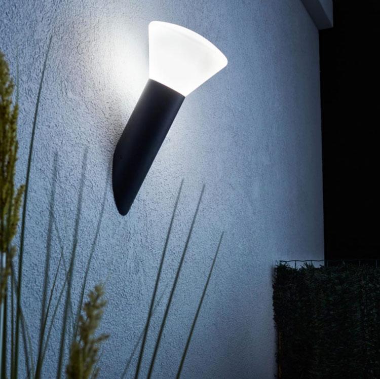 Come arredare un terrazzo low cost con luci 04