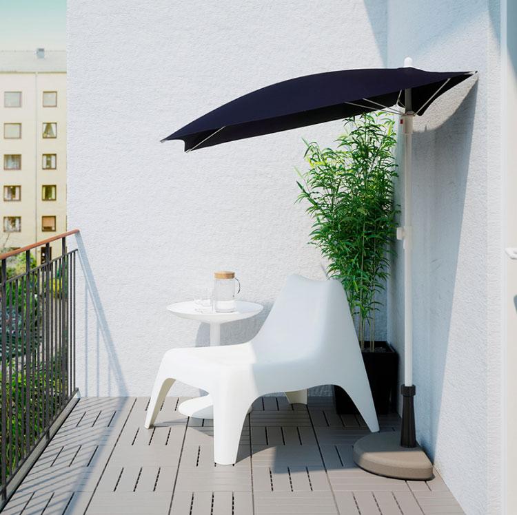 Come arredare un terrazzo low cost con ombrelloni 02