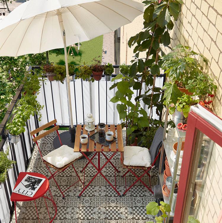 Come arredare un terrazzo low cost con ombrelloni 03