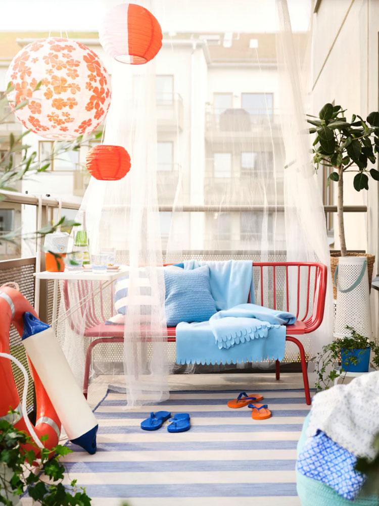 Come arredare un terrazzo low cost con tessuti colorati n.01