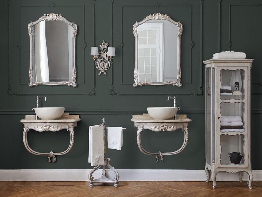 Idee di arredamento per bagno classico elegante n.01