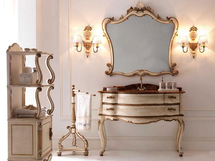 Idee di arredamento per bagno classico elegante n.02