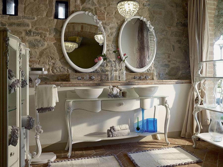 Idee di arredamento per bagno classico elegante n.06