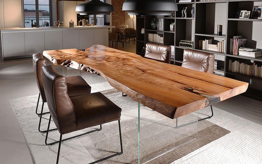 Modello di tavolo in legno grezzo n.06