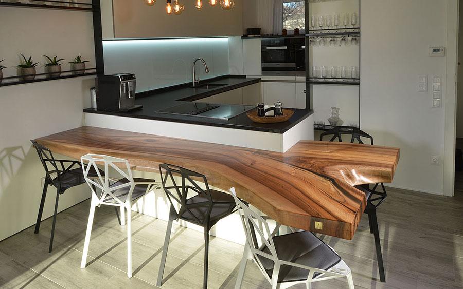Modello di tavolo in legno grezzo n.08