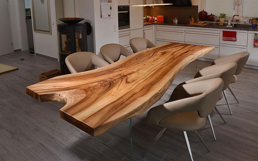 Modello di tavolo in legno grezzo n.09
