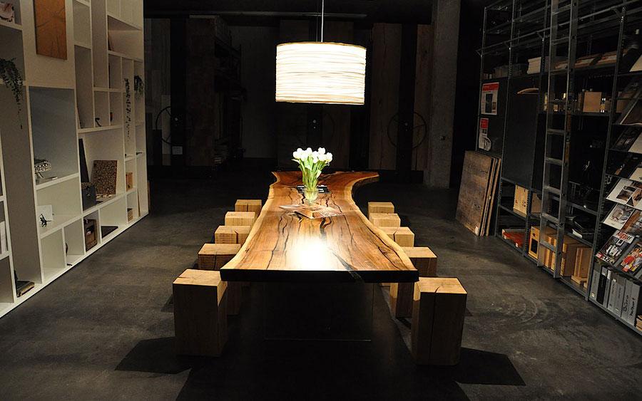 Modello di tavolo in legno grezzo n.16