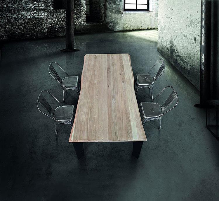 Modello di tavolo in legno grezzo economico n.03