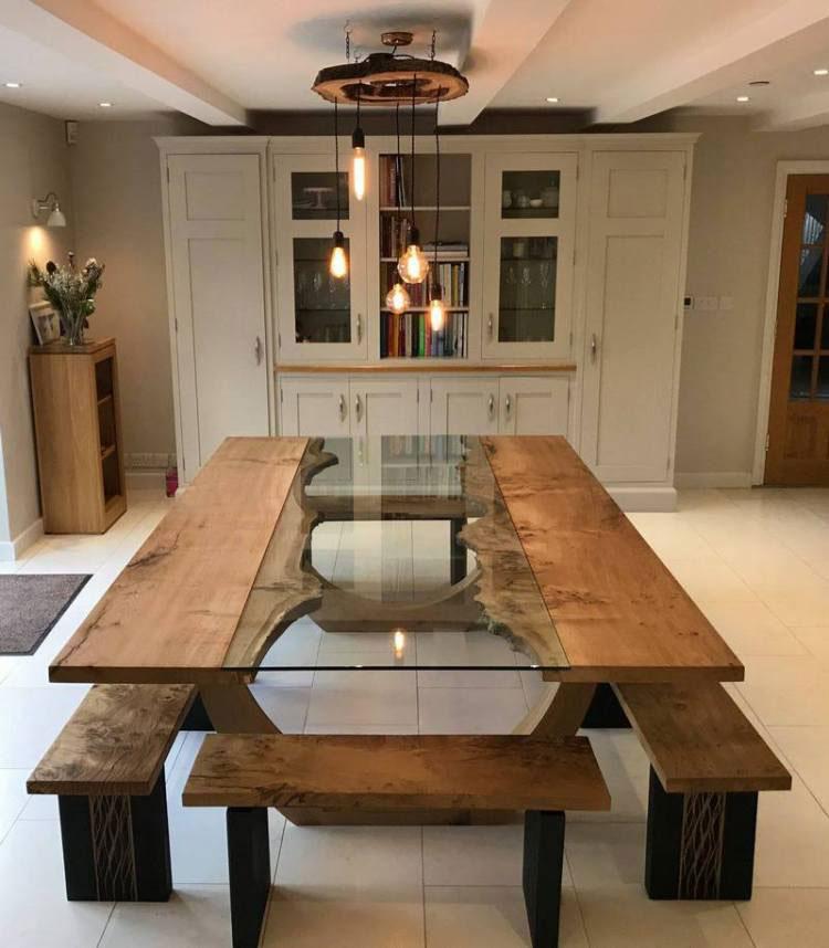 Modello di tavolo in legno grezzo e vetro n.01