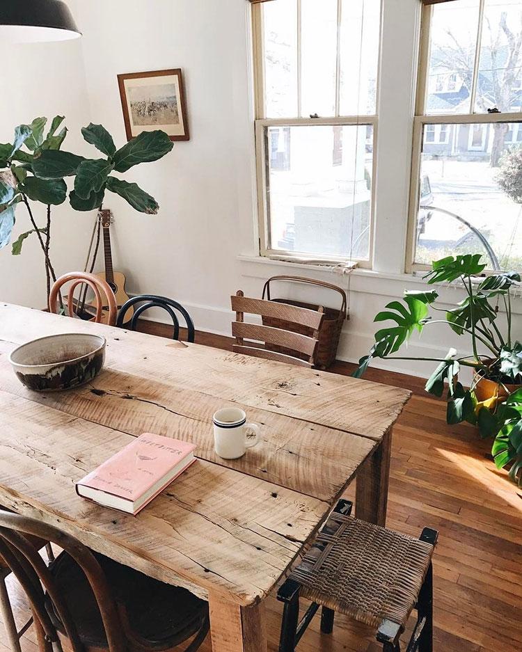 Modello di tavolo in legno grezzo vintage n.01