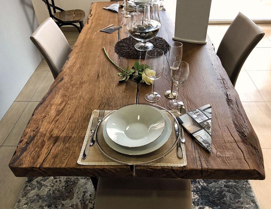 Modello di tavolo in legno grezzo vintage n.05