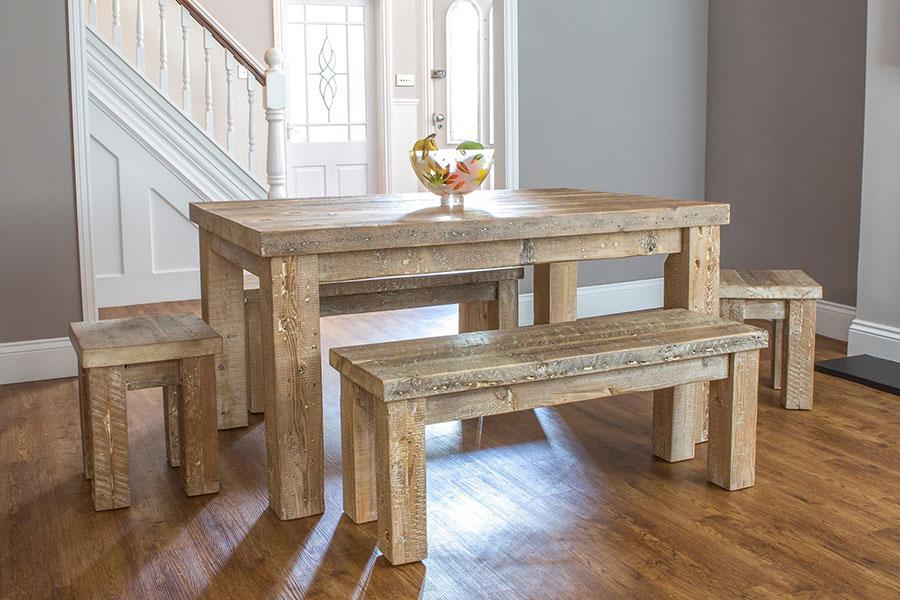 Modello di tavolo in legno grezzo vintage n.07