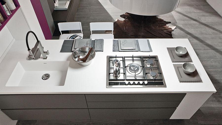 Progetto per cucina con isola a muro n.04