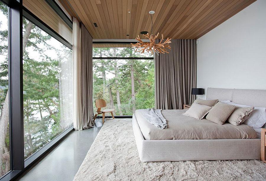 Idee per arredare una camera da letto bianca e legno n.20
