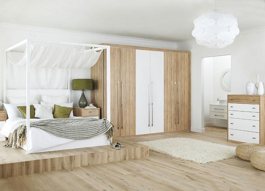 Idee per arredare una camera da letto bianca e legno n.25