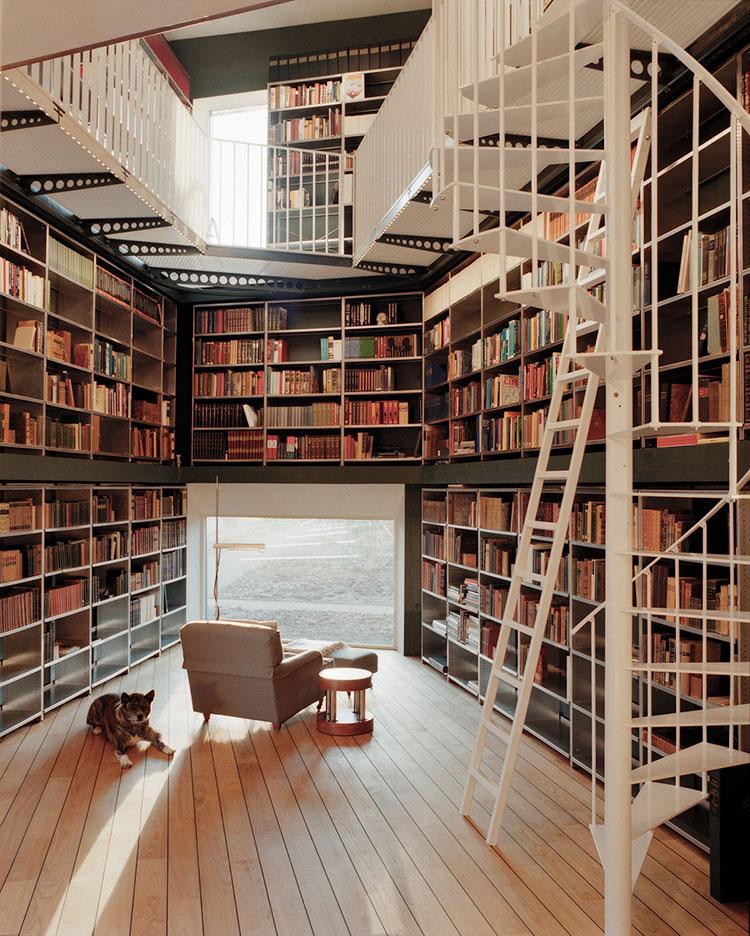 Idee per libreria moderna con soppalco n.02