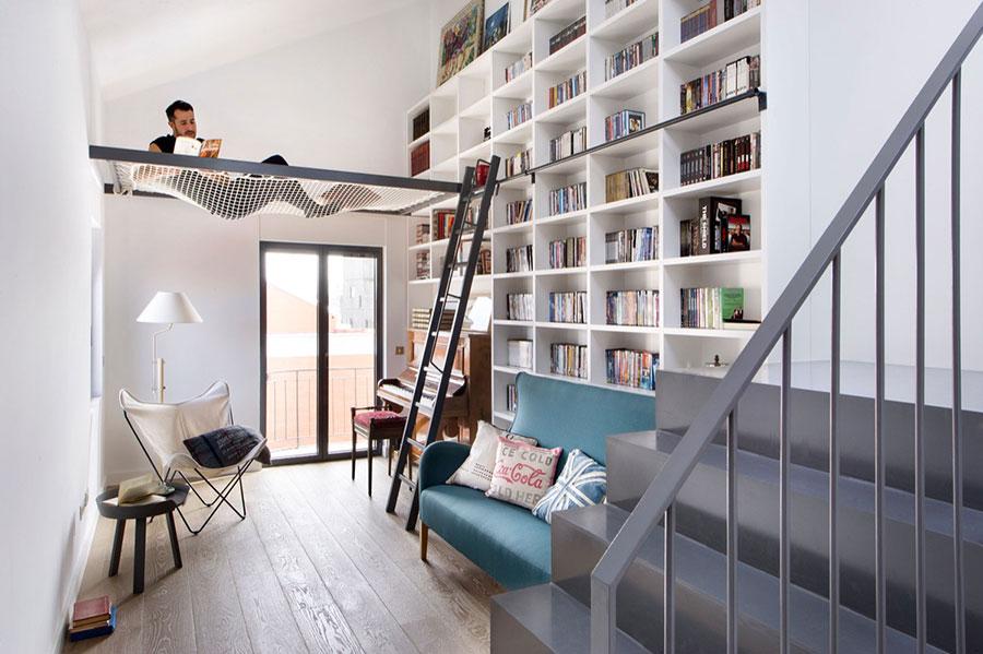 Idee per libreria moderna con soppalco n.03