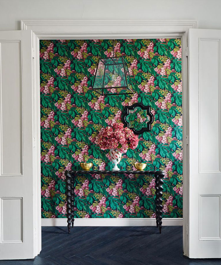 Idee per decorare il corridoio con la carta da parati n.8
