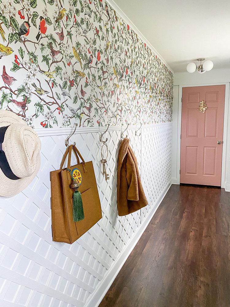 Idee per decorare il corridoio con la carta da parati n.10